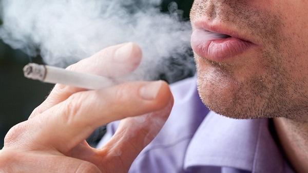 سیگار کشیدن و مصرف دخانیات از عوامل اصلی بوی بد دهان