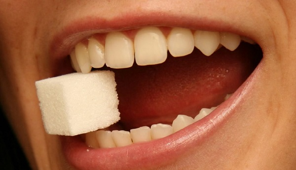 از اصول رعایت بهداشت دهان و دندان   خود داری از جویدن قند