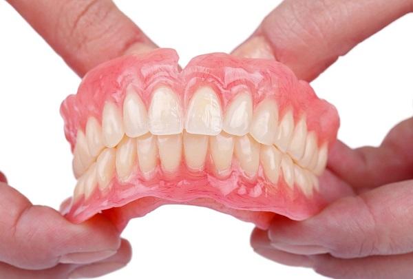 پروتز متحرک (دندان مصنوعی)