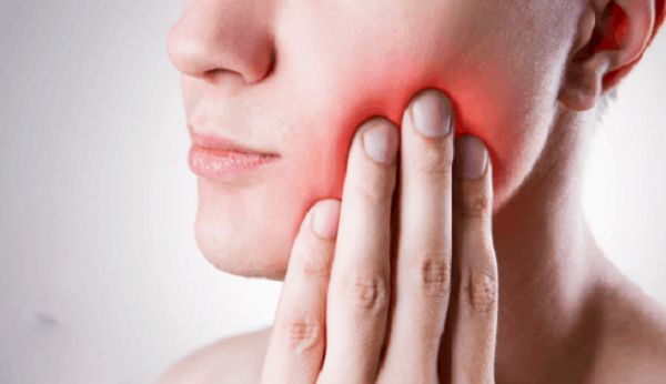 درد دندان ناشی از پوسیدگی است و نیاز به پر کردن دندان دارد