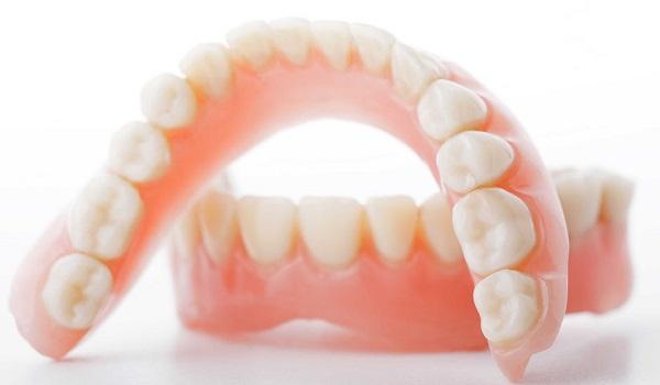 دندان مصنوعی از جایگزین های کاشت دندان