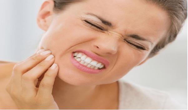 ایمپلنت دندان همراه با درد است اما قابل کنترل است