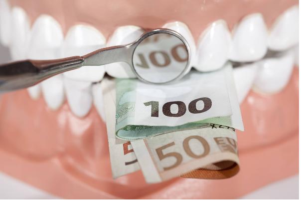 قیمت ایمپلنت کل دهان به عوامل مختلفی وابسته است