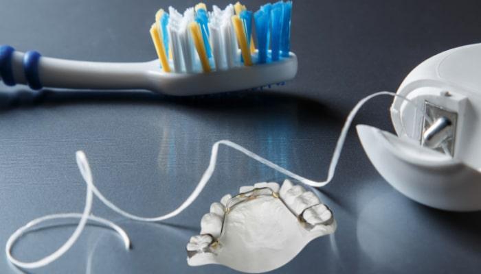 مسواک زدن، مراجعه به دندانپزشک، تغذیه مناسب و... از جمله مراقبت های ارتودنسی است