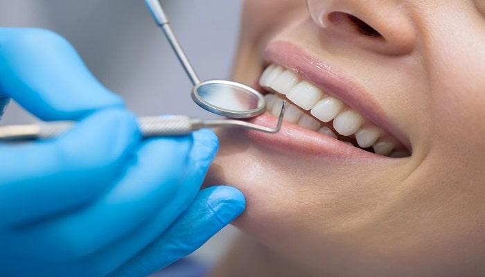 چکاپ دندان؛ یکی از خدمات کلینیک دندانپزشکی.